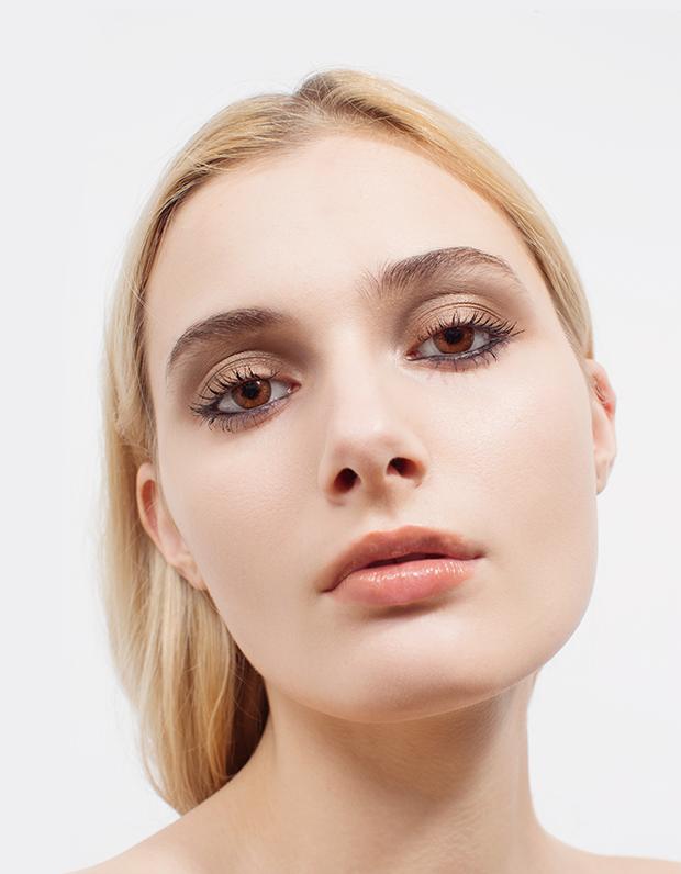 Монохромный макияж: 5 эффектных образов . Изображение № 4.