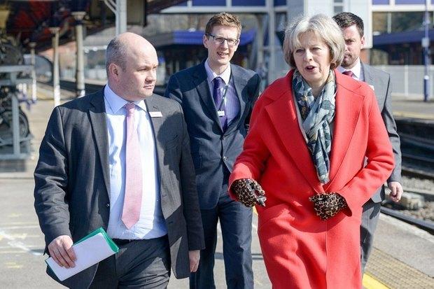 «Брюкогейт», леопард и шипы: Политический гардероб Терезы Мэй. Изображение № 2.