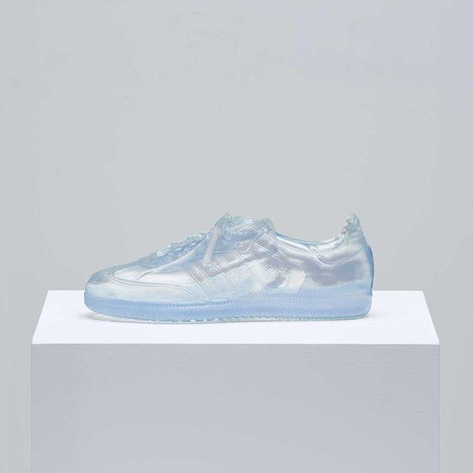 Месяц прайда: Кейт Мосс и Наоми Кэмпбелл сделали кроссовки для adidas. Изображение № 2.