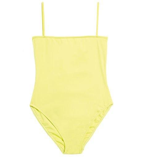 Что носить летом:  10 лаконичных слитных купальников . Изображение № 3.