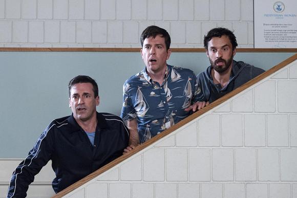 «Ты водишь!»: Джереми Реннер и Джон Хэмм играют в салочки в главной комедии лета. Изображение № 4.