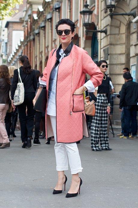 От розовых пальто сейчас никуда не деться, зато этот вариант — фактурный. Изображение № 31.