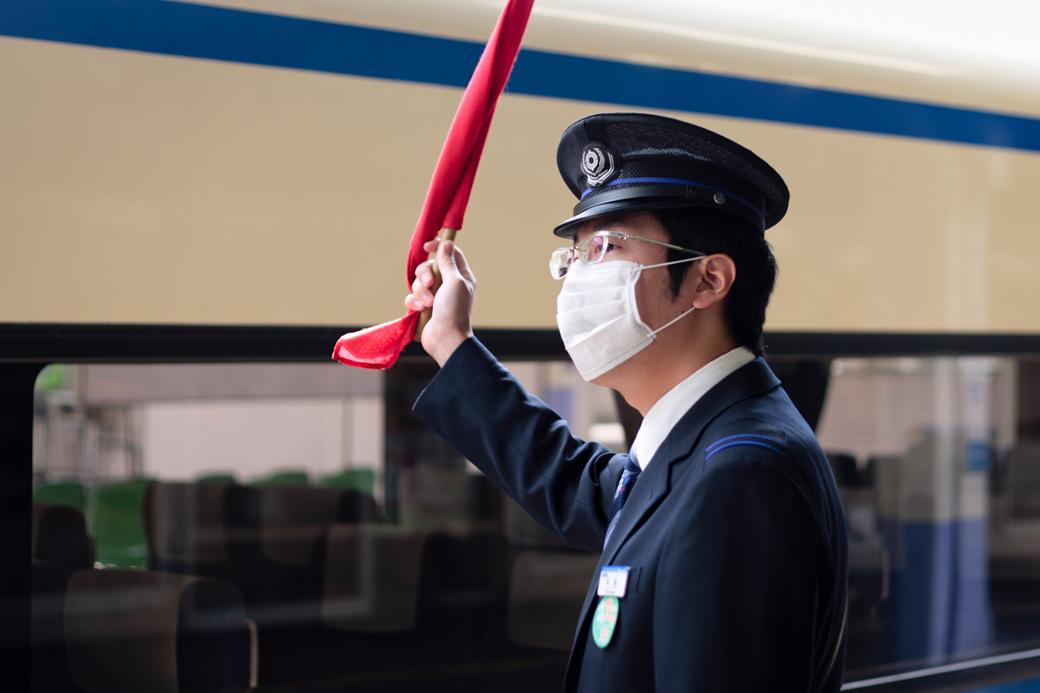 Повязки для лица и медицинские маски: Тренд на анонимность. Изображение № 1.