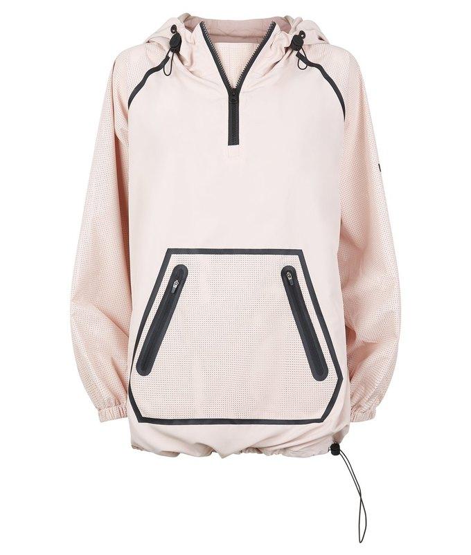 Одежда спортивной марки Бейонсе Ivy Park будет продаваться в России. Изображение № 50.