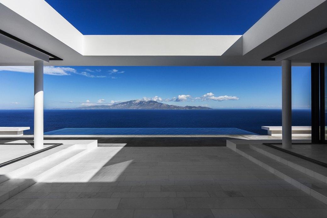 Вилла в Греции,  вдохновленная  Ивом Кляйном. Изображение № 1.