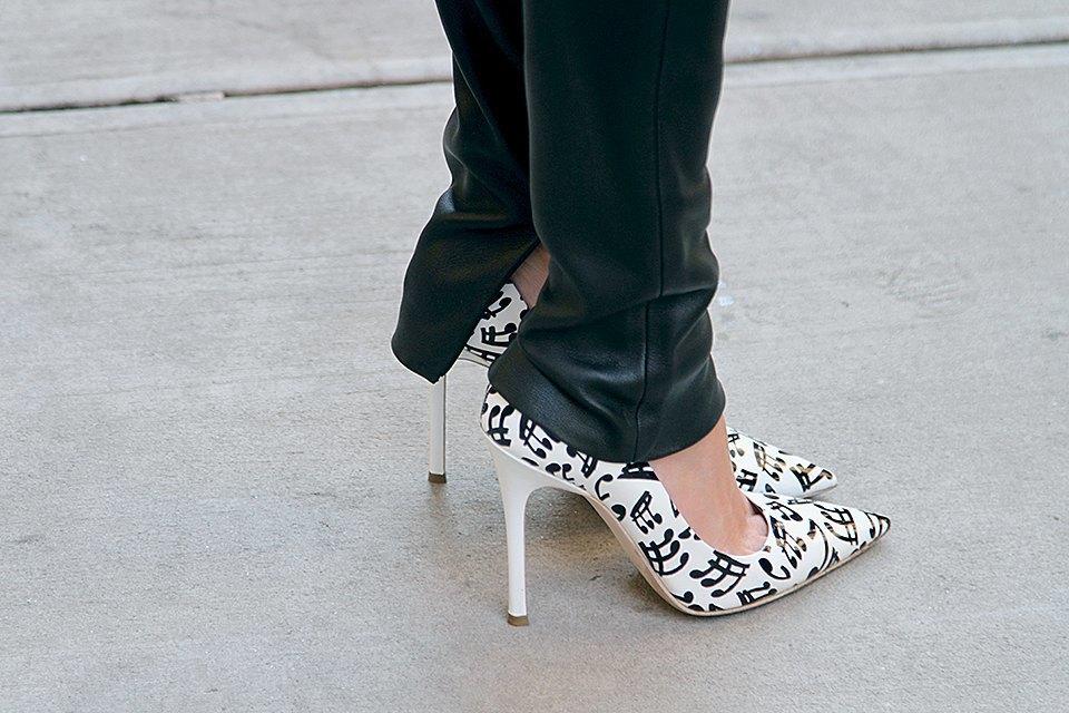 Стритстайл: Что носят на Нью-Йоркской неделе моды. Изображение № 5.
