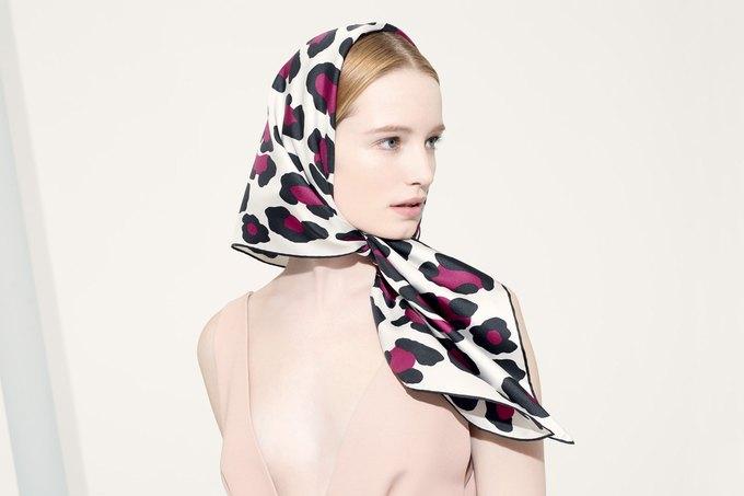 Цветы и леопард в коллекции шелковых платков Valentino. Изображение № 4.