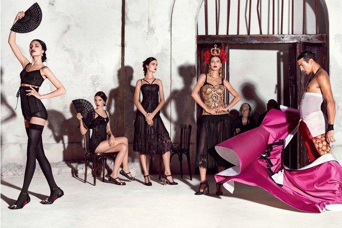 Бабушки и тореадор  в новой рекламе  Dolce & Gabbana. Изображение № 5.