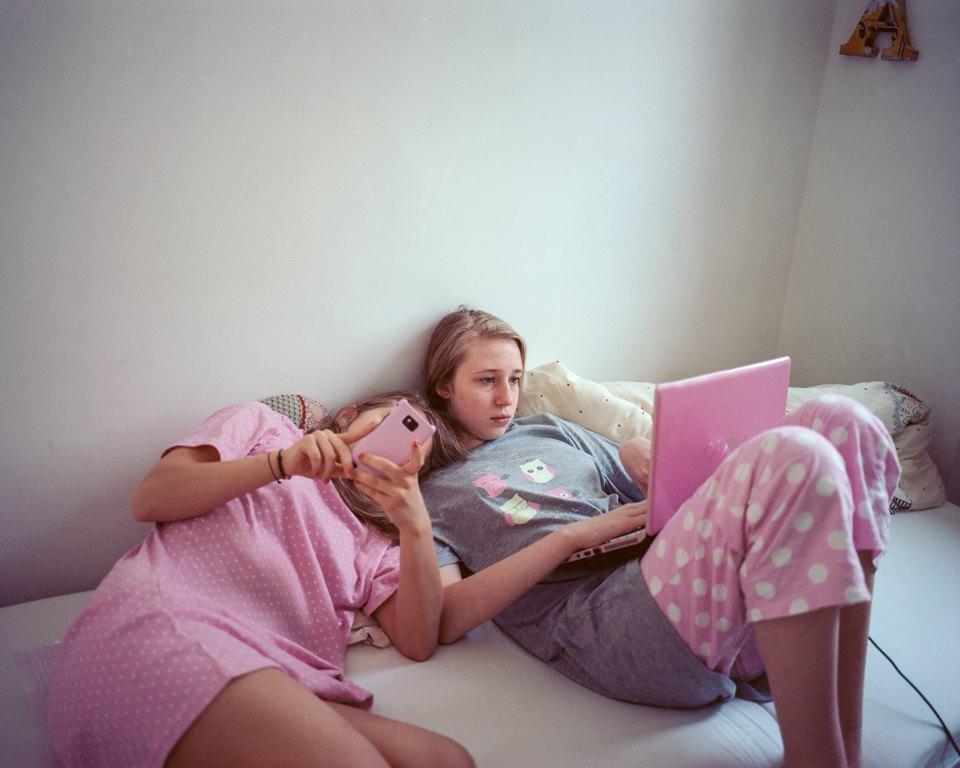 «От девочки к девушке»: История взросления  в фотографиях. Изображение № 15.