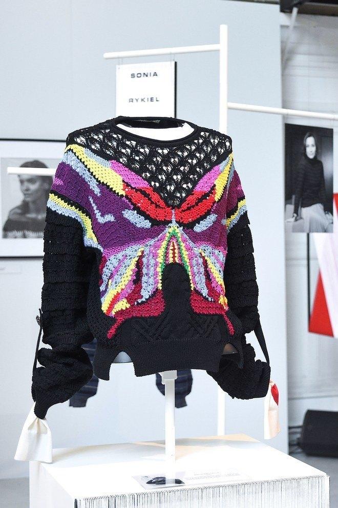 Кирстен Данст и Кристин Скотт Томас сделали свитера для Sonia Rykiel. Изображение № 3.