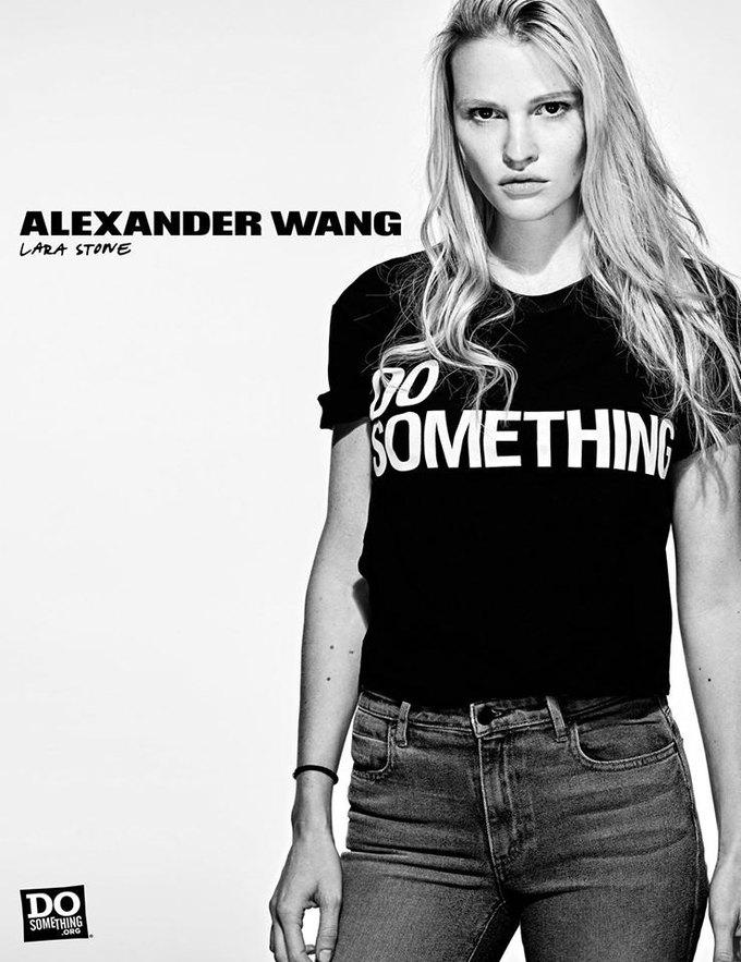 В новой рекламной кампании Alexander Wang снялись 37 звезд. Изображение № 17.