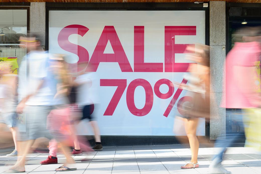 Экономкласс: Правда ли, что люди перестали покупать одежду. Изображение № 1.