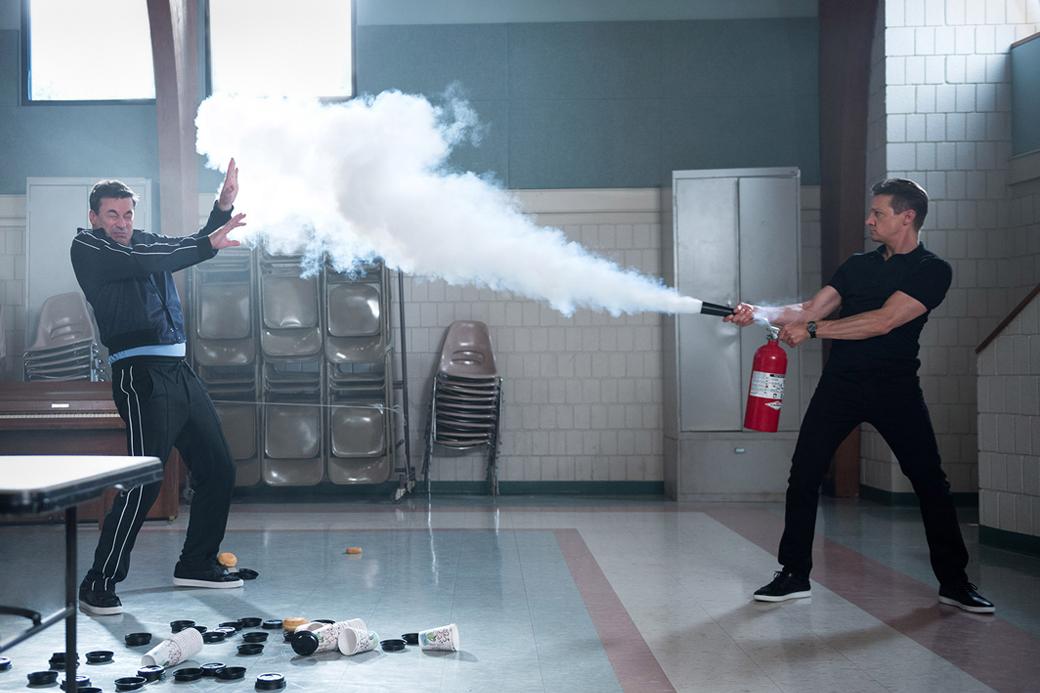 «Ты водишь!»: Джереми Реннер и Джон Хэмм играют в салочки в главной комедии лета. Изображение № 1.
