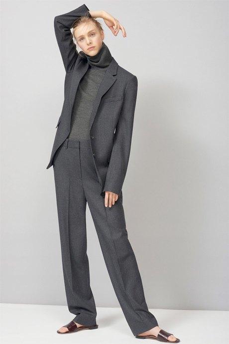 С чем носить широкие брюки: 6 актуальных вариантов. Изображение № 7.