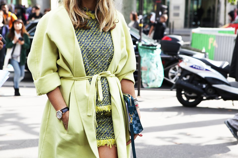 Пастельные цвета  и широкополые шляпы на гостях  Paris Fashion Week. Изображение № 17.