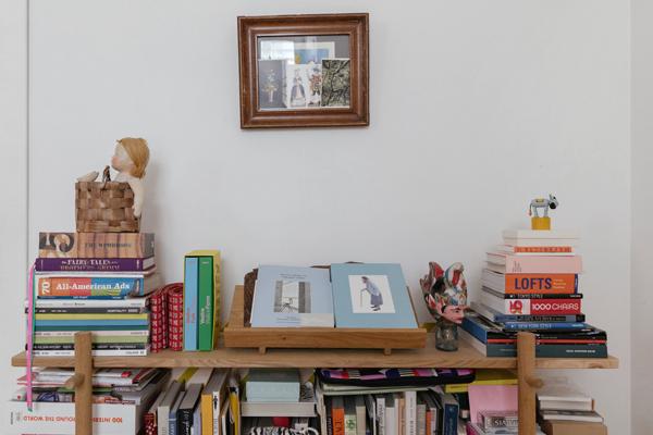 Дизайнер марки M_U_R Анна Дружинина у себя в гостиной. Изображение № 6.