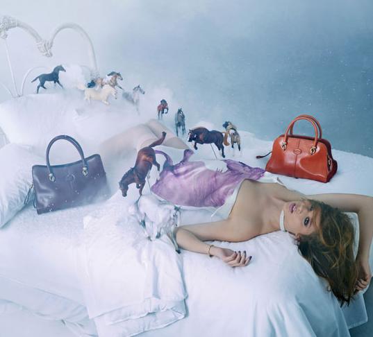 Лошади и сумки в кампании Tod's Дэвида Лашапеля. Изображение № 3.