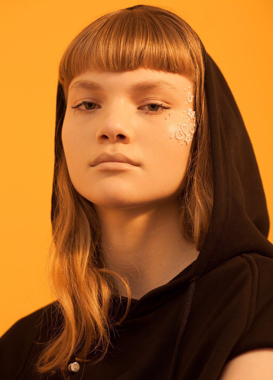 8 модных макияжей, выполненных косметикой  масс-маркета. Изображение № 5.