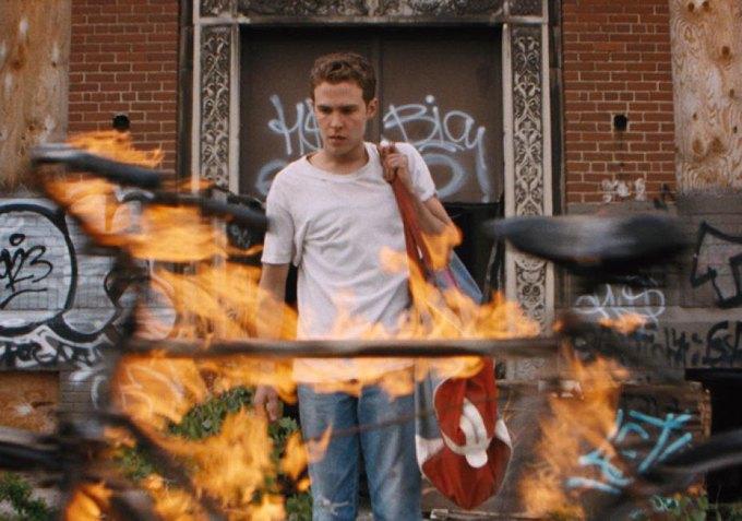Этот неловкий момент: Что не так  с режиссерским  дебютом Гослинга. Изображение № 1.