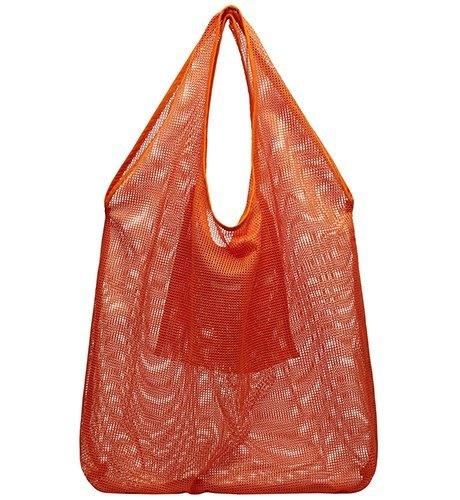 Ношу с собой: 10 сумок-шоперов от простых до роскошных. Изображение № 2.