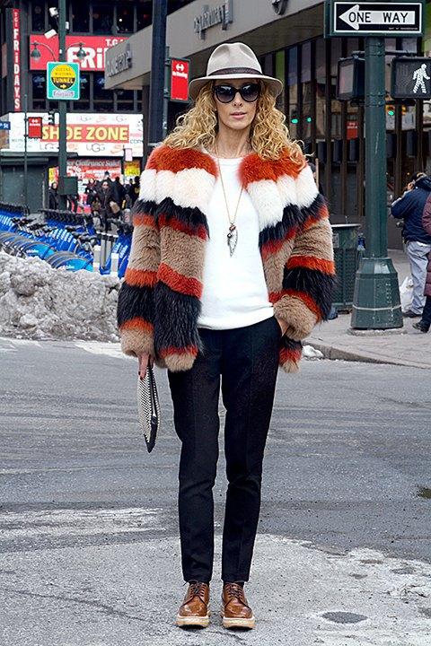 Стритстайл: Что носят на Нью-Йоркской неделе моды. Изображение № 19.