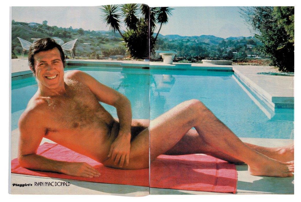 Разворот журнала Playgirl  за 1973 год. Изображение № 2.