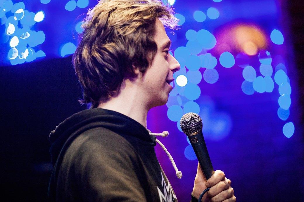 «Потому что я ей вмазал»: О чём шутят на открытых микрофонах. Изображение № 9.