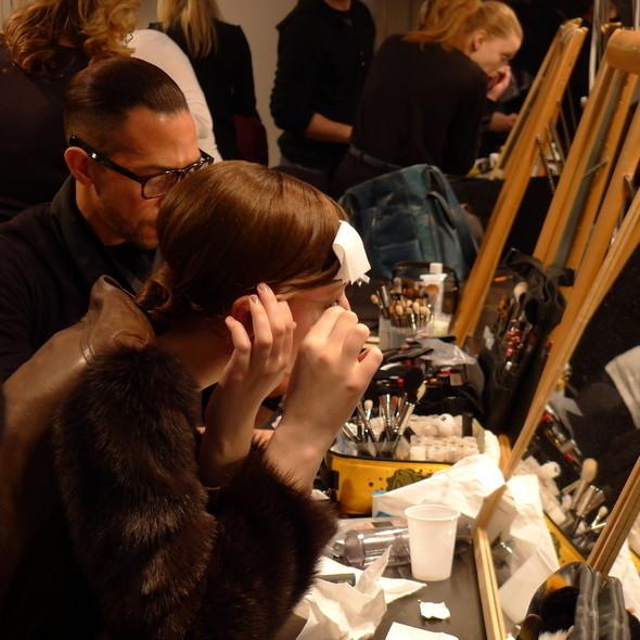 Milan Fashion Week: бэкстейдж Alberta Ferretti. Изображение № 8.