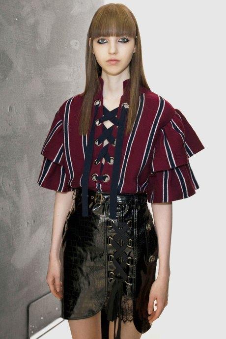Как одеться в стиле 2000-х: 10 актуальных образов . Изображение № 6.