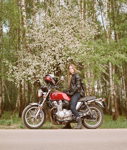 Я и друг мой мотоцикл: Девушки о мотоспорте  и своих байках. Изображение № 24.