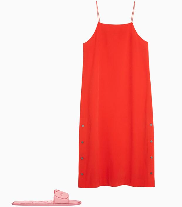 Комбо: Лёгкое платье с резиновыми тапочками. Изображение № 1.