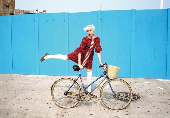 Ах, лето: Фэшн-съемки с велосипедами. Изображение № 16.