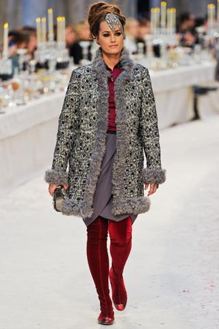 Ясмин Ле Бон на Chanel Pre-Fall 2012. Изображение № 58.