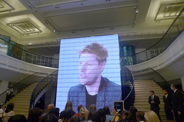 Перед началом презентации Бейли обратился к гостям с экрана. Изображение № 26.