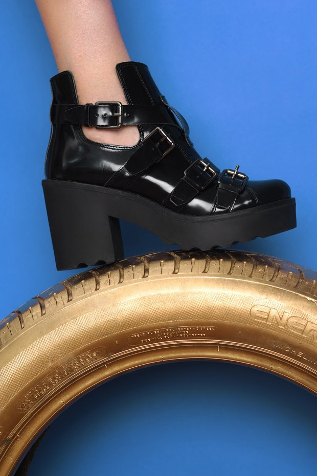 Ревизия:  6 пар массивной обуви . Изображение № 3.