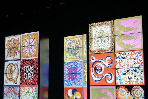 Во время показа D&G все происходящее на подиуме проецировалось на экраны. Изображение № 18.