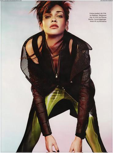 Ана Беатриc Баррос для британского Elle . Изображение № 15.