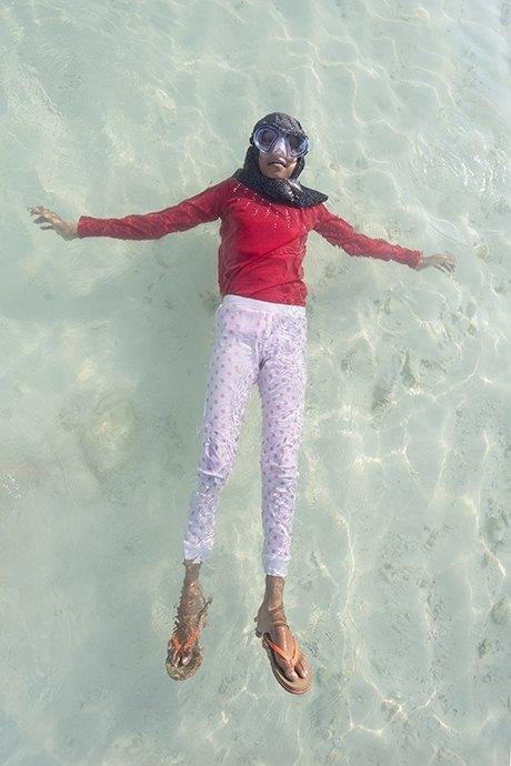 «Weightless»: Мальдивские девушки в океане, который скоро поглотит их страну. Изображение № 9.