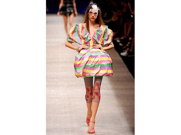Vivienne Westwood SS 2011. Изображение № 29.