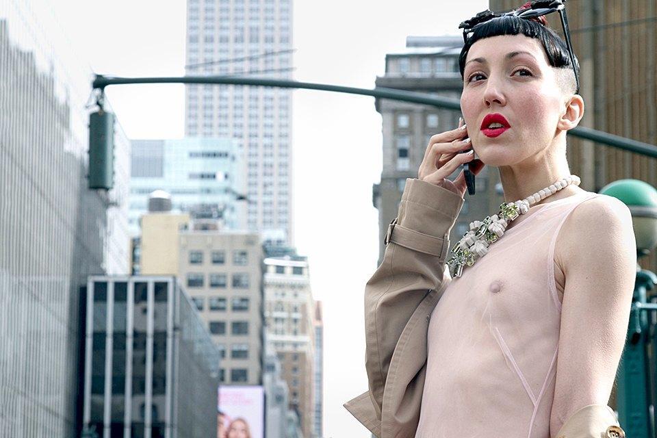 Стритстайл: Что носят на Нью-Йоркской неделе моды. Изображение № 1.