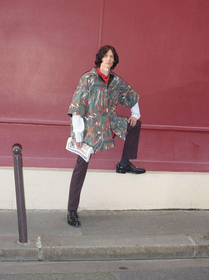 В новом лукбуке Balenciaga снялись обычные парижане. Изображение № 21.