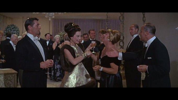 Что можно узнать о стиле  из комедии 60-х  «Что за путь!». Изображение № 13.