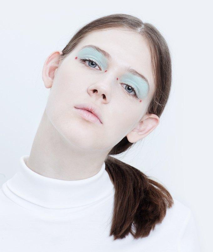 Эксперименты  с макияжем: Графичные акценты на лице. Изображение № 6.