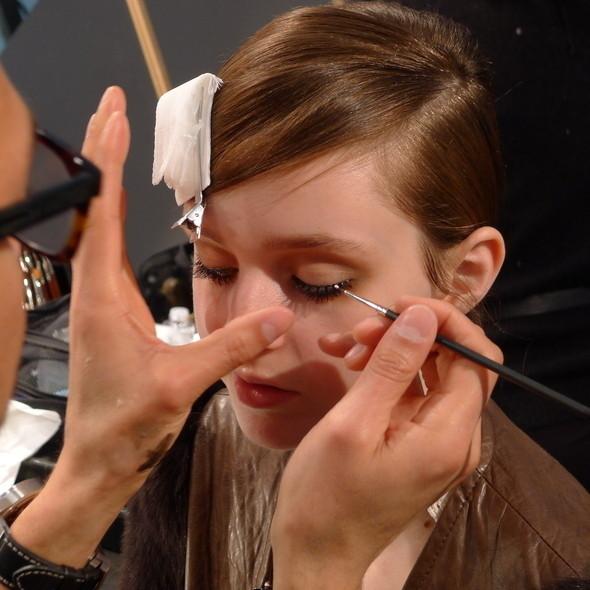 Milan Fashion Week: бэкстейдж Alberta Ferretti. Изображение № 10.