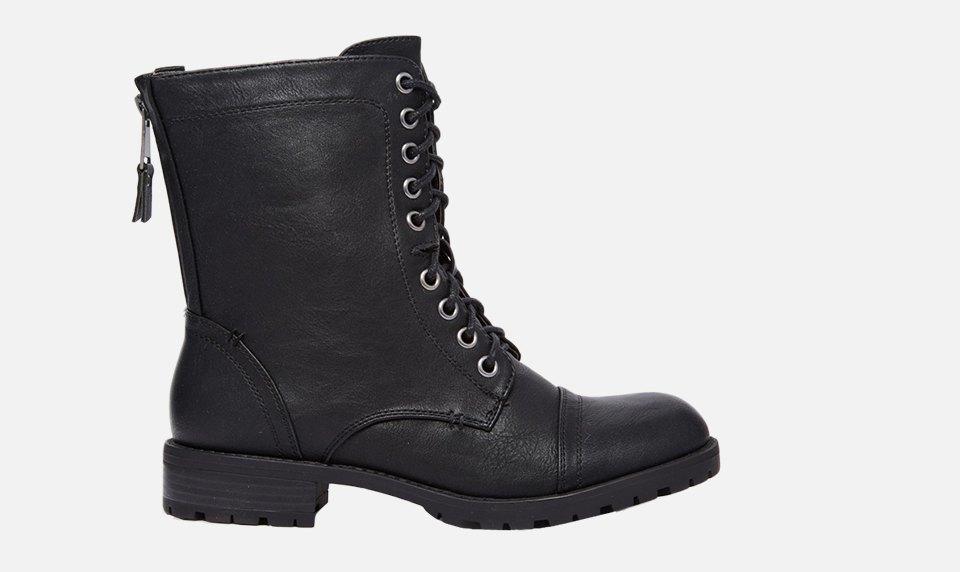 Что носить осенью:  10 пар высоких ботинок  на шнуровке. Изображение № 1.