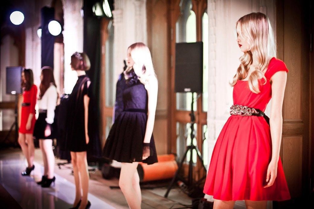 Репортаж: Бархатные платья  и светящиеся кубы на LUBLU Kira Plastinina FW 2013. Изображение № 29.
