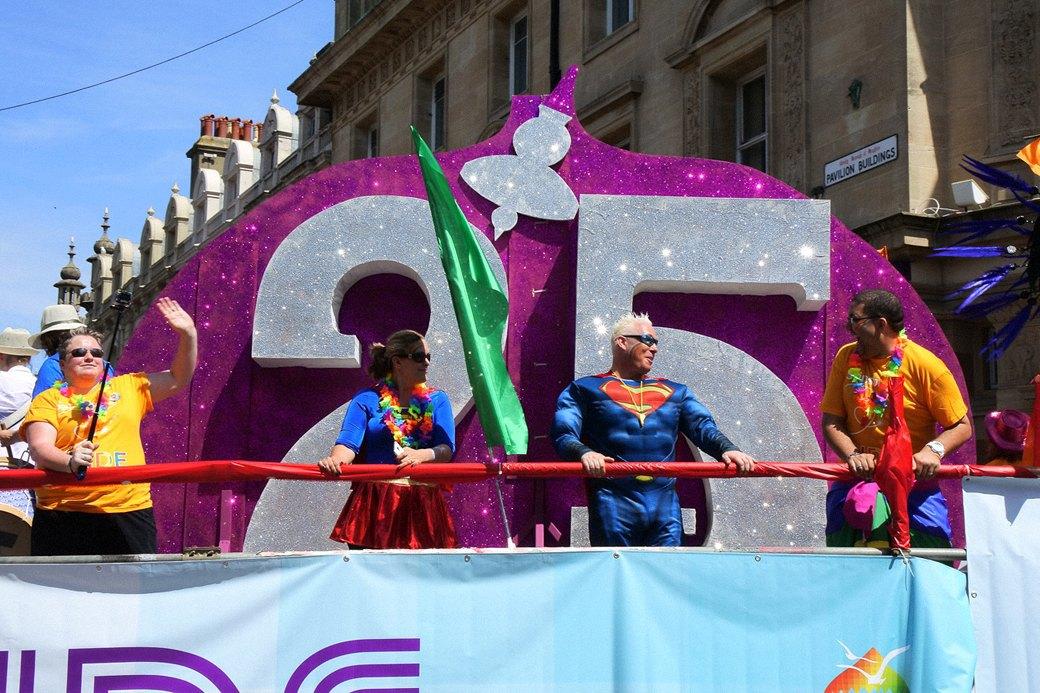 Гордость без предубеждений:  Репортаж с гей-парада в Брайтоне . Изображение № 4.