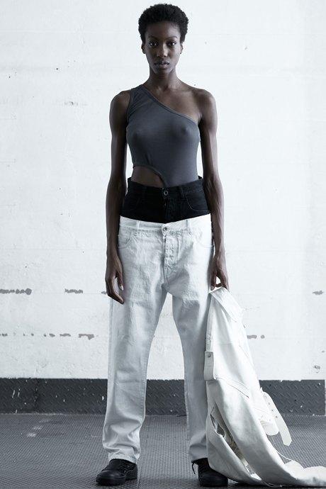 Как одеться в стиле 2000-х: 10 актуальных образов . Изображение № 18.