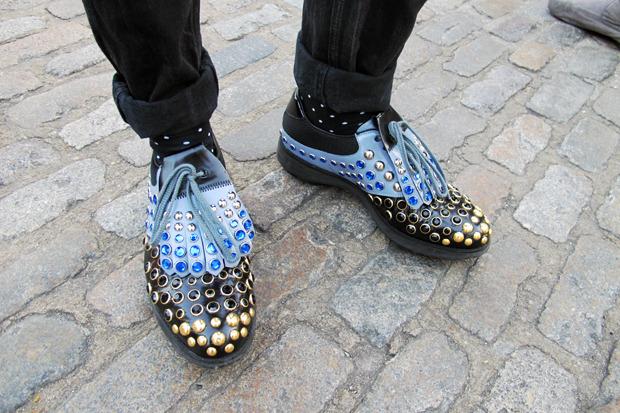 Посетитель недели моды в туфлях Prada. Изображение № 58.