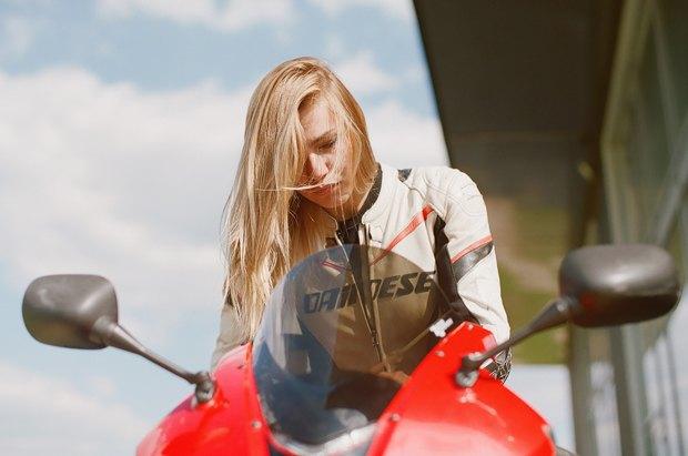 Я и друг мой мотоцикл: Девушки о мотоспорте  и своих байках. Изображение № 17.